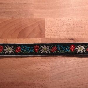 Jewelry - Floral Clasp Choker